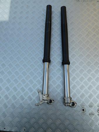 KTM 690 suspension
