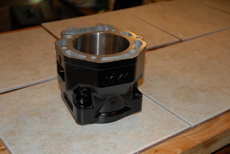 Cylinder waiting for reassembly
