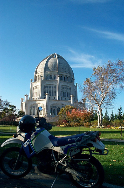 KLR 650 in front of Baha'i Temple