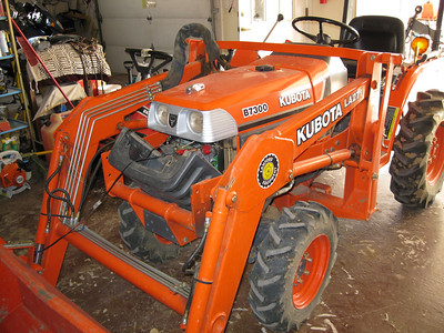Kubota B7300 Tractor