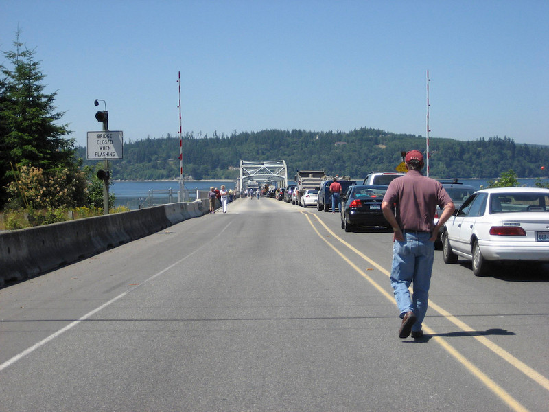 Another long wait to cross the Hood River bridge.