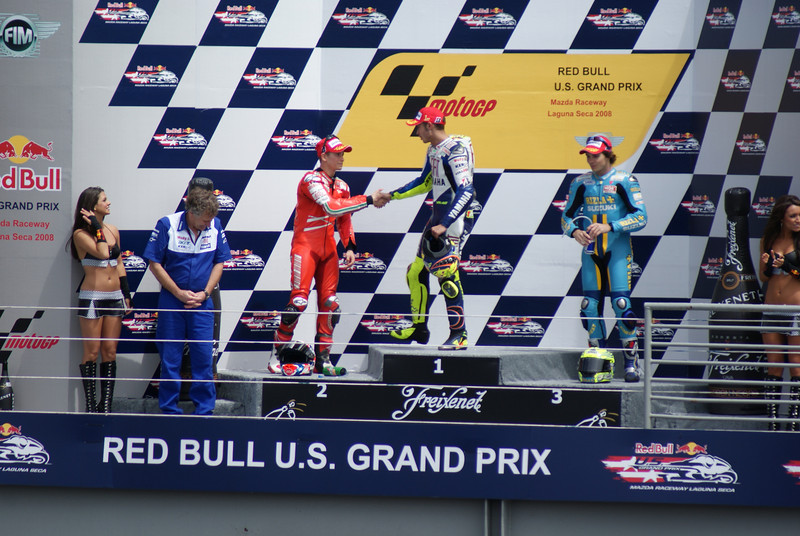 Stoner finally shook hands with Rossi, but still a sad face