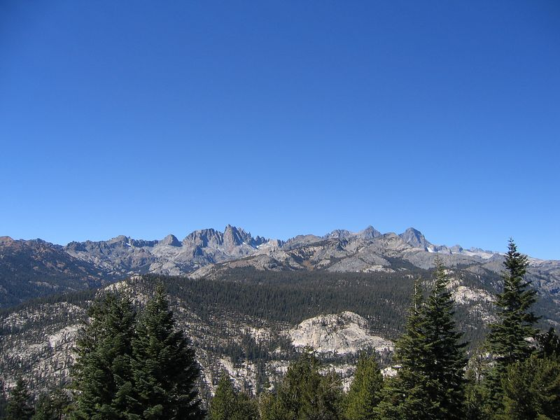Heading over to Devil's Post Pile, I stopped to veiw the Minarets.
