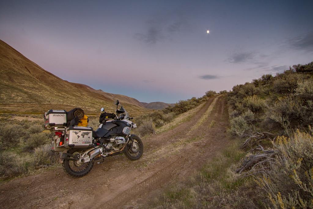 IMAGE: http://tex76.smugmug.com/Motorcycles/LightRoom-Uploads/i-jrPZFPd/0/XL/IMG_6560HDR-Edit-Edit-XL.jpg