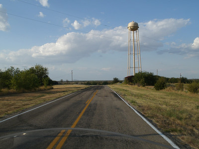 Okay, I like water towers.  It goes back to one of my favorite films (What's Eating Gilbert Grape).  Hey, that was a Texas water tower too in Manor, Texas.