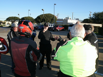 Pre-ride briefing by Rick.