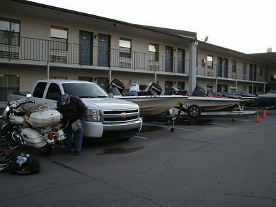 Arrive at Best Western in Russellville.  Fishing tournament was going on the the lot was full of boats and pick-ups.