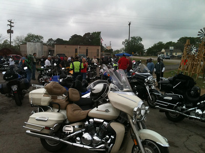A lot of bikes at Checkpoint 4 as we were leaving.  There was another group with a checkpoint in the same lot.