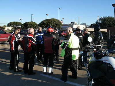 2009 Dying Leaf Ride.  Pre-ride briefing by Rick.