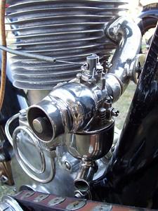 Even the Pierce's carburetor is shiny!