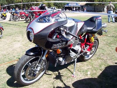 A Ducati MHE 900 ... all in carbon fiber.