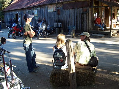 Miguel and Val of Ride Texas Magazine chat with a rally attendee.