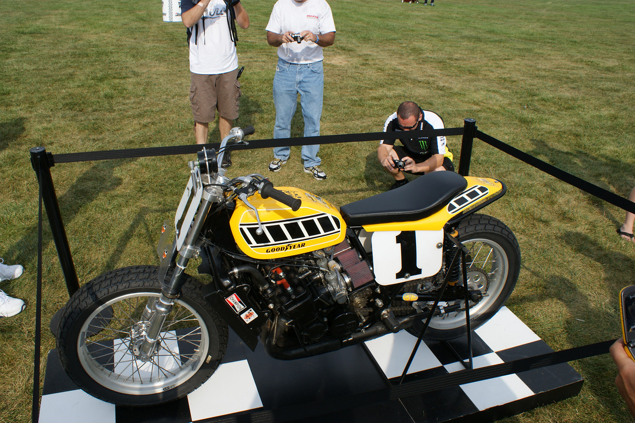 TZ 750 Yamaha  <br /> Kenny Roberts won the 1975 Indy Mile