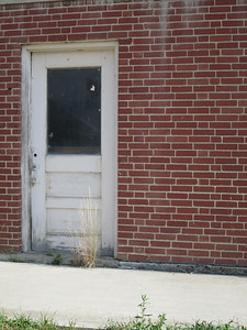 20130814 Discreet Entrance