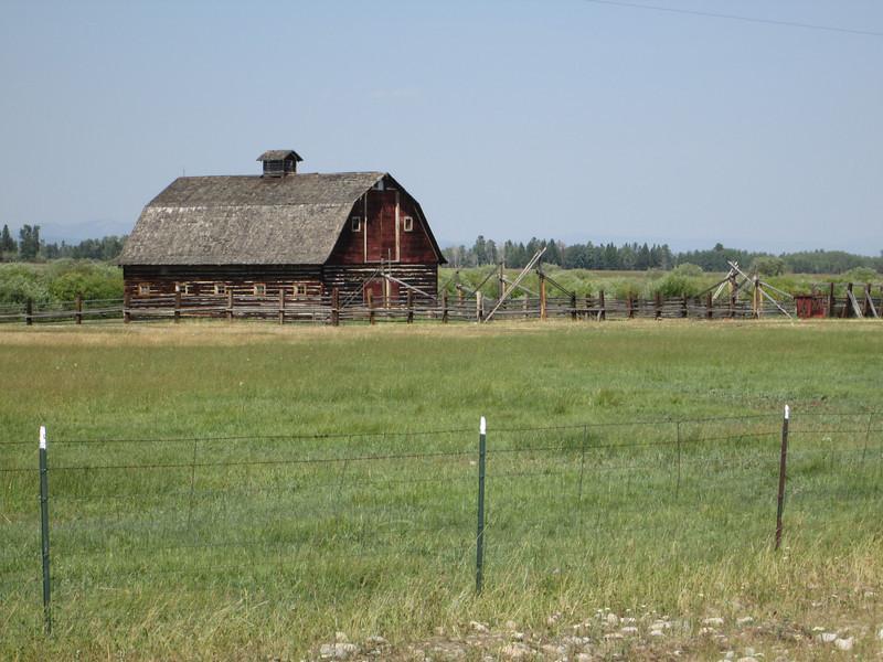 20130815 Barn on N end of Skinner Meadows Rd