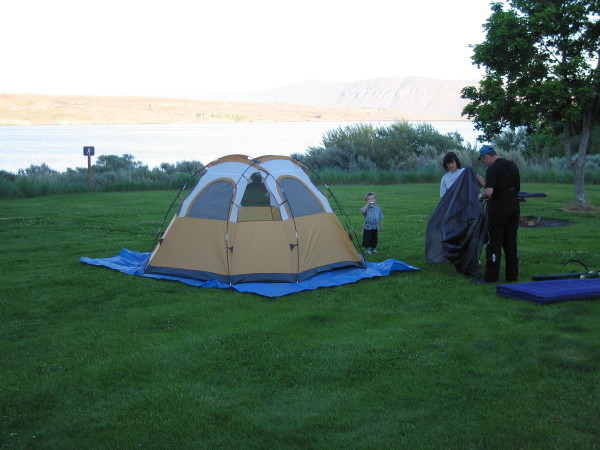 The Steyn's pitching their tent at Wanapum State Park.
