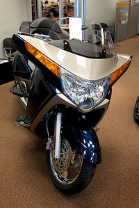 New 2010 Two Tone Ocean Blue & Sandstone Metallic Victory Vision
