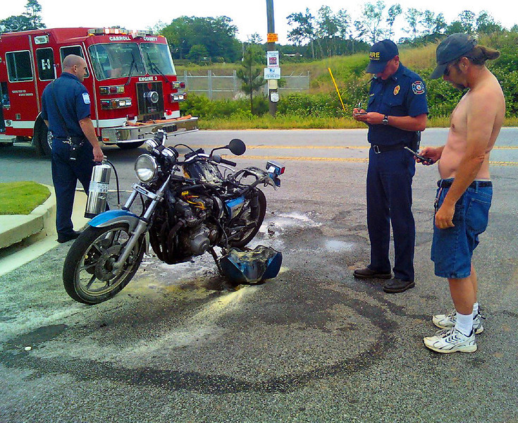 """Seen this guy riding with the back half of his bike on fire,<br /> <br /> I got beside him and told him he was on fire, he pulled over and said """"I thought my legs were getting hot""""<br /> <br /> Needles to say Squidbilly burned it up because the carbs were dumping gas, he said he figured the leaks would stop when it warmed up and the seals expanded..LMAO<br /> <br /> Pics are from my cell phone"""
