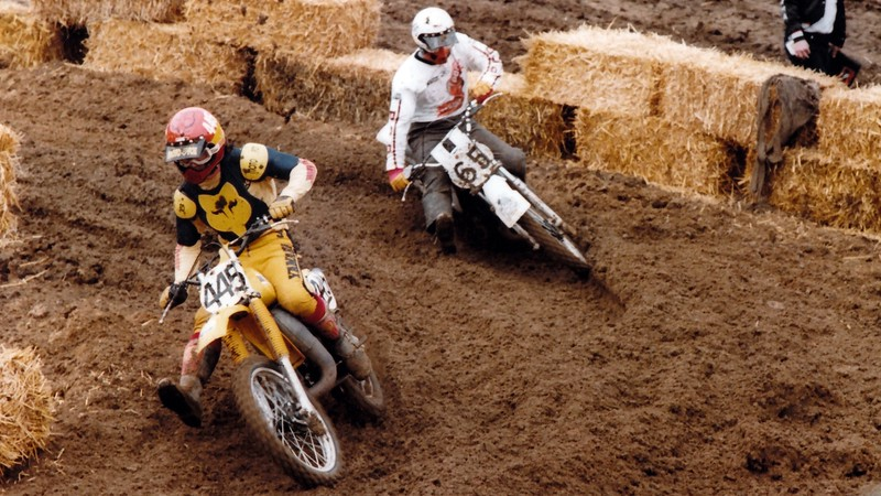 Jim Ellis about to pass me, uh, during practice. Notice he is wearing some kind of long mud pants.