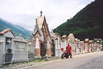 June 16, 2001 - Bagolino, Italy.  This cemetery, located in the town of Bagolino, lies on the main road that heads up to Passo di Croce Domini from the town of Anfo on Lago d'Idro. I took this same road while on tour in 2000. For a detailed account of Passo di Croce Domini, refer to the 2000 Tour page.
