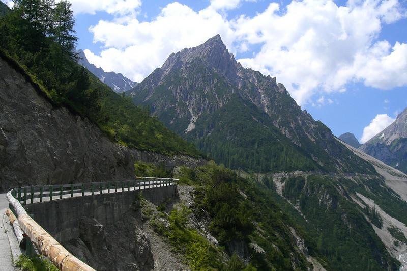 July 03, 2006 - Hahntennjoch, Austria.<br /> <br /> GPS<br /> N47° 16.870'  E010° 43.134'