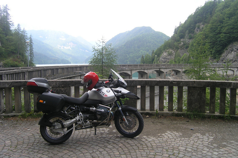 """June 08, 2007 - Lago di Sauris, Italy<br /> <br /> Coming down the SP33 and SP73, you'll arrive at an intersection. The southern route takes you over the dam.<br /> <br /> Maps<br /> North Route Overview:  <a href=""""http://edelweiss.smugmug.com/gallery/8020031_ScbtZ#521703041_wzRuF-O-LB"""">http://edelweiss.smugmug.com/gallery/8020031_ScbtZ#521703041_wzRuF-O-LB</a><br /> North Route Detail:  <a href=""""http://edelweiss.smugmug.com/gallery/8020031_ScbtZ#521703034_qeVKe-O-LB"""">http://edelweiss.smugmug.com/gallery/8020031_ScbtZ#521703034_qeVKe-O-LB</a><br /> South Route Overview:  <a href=""""http://edelweiss.smugmug.com/gallery/8020031_ScbtZ#521703076_F9nKS-O-LB"""">http://edelweiss.smugmug.com/gallery/8020031_ScbtZ#521703076_F9nKS-O-LB</a><br /> South Route Detail:  <a href=""""http://edelweiss.smugmug.com/gallery/8020031_ScbtZ#521703055_tPsor-O-LB"""">http://edelweiss.smugmug.com/gallery/8020031_ScbtZ#521703055_tPsor-O-LB</a><br /> <br /> GPS<br /> N46° 26.865' E012° 44.210'"""