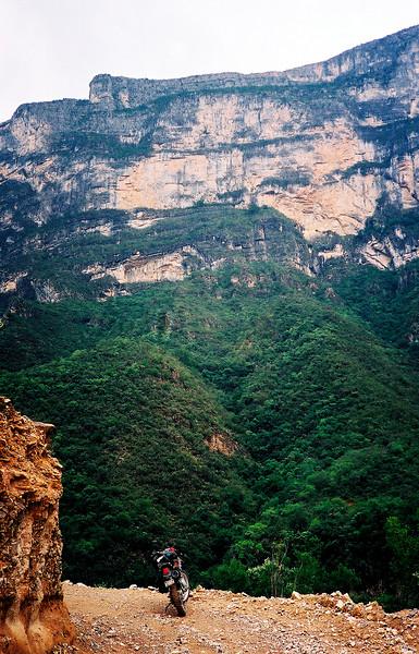 Cliffs of El Gavilan, between Casillas & Laguna de Sanchez