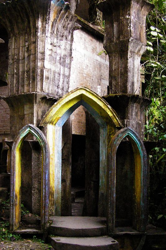 "Henry James' surrealistic ""Las Posas"" near Xilitla"