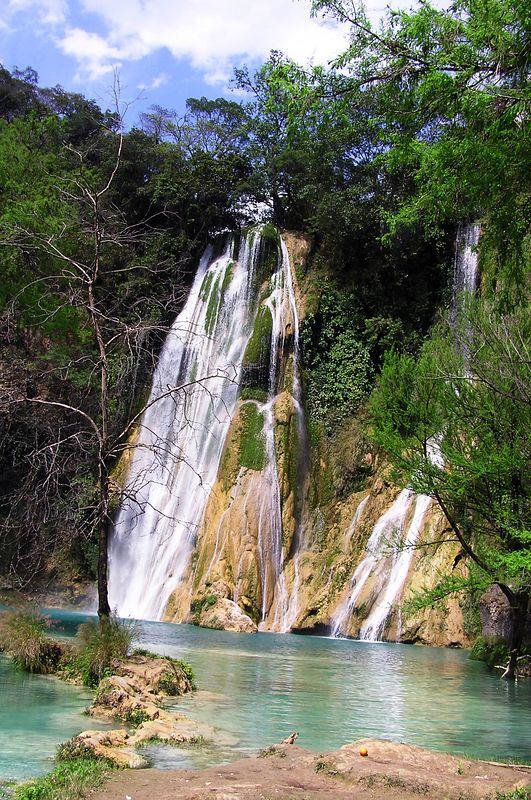 Minas Viejas falls, near El Naranjo