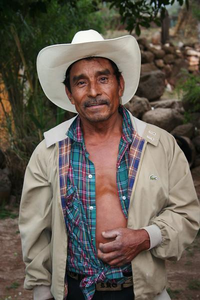 Aqui esta el senor Luis.