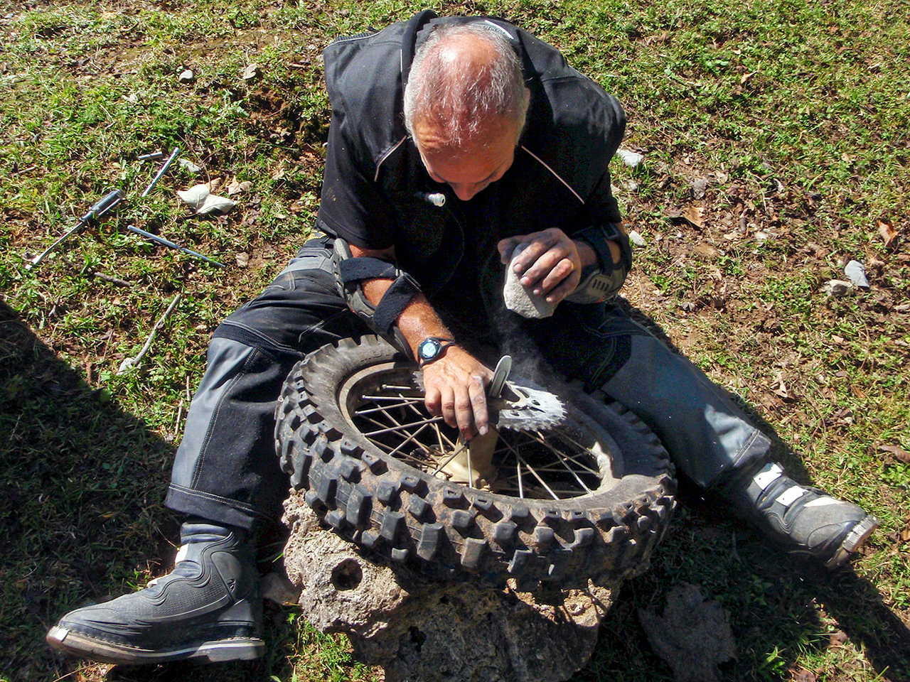 """Joe was pretty resourceful. Photo courtesy of <a href=""""http://advrider.com/forums/showpost.php?p=8258435&postcount=95""""><strong><span style=""""color:#5DFC0A"""">Anja</span></strong></a>"""