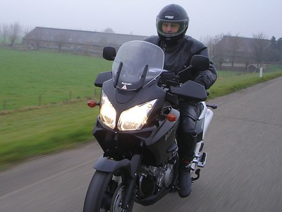 V-Strom Ruud, zwart en glimmend.