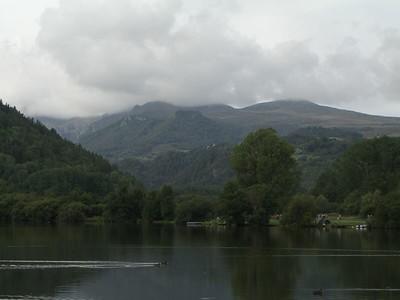 Lac Chambon, het weer is nog wat bewolkt.
