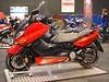 De 2005 TMAX/A in rood, nu met ABS.