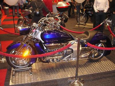 Sleek, de Honda NRX 1800 Valkyrie Rune. 362kgs, 1832cc, 90.6pk@5250rpm, 150Nm@2500rpm, 23 liter tank, €38500