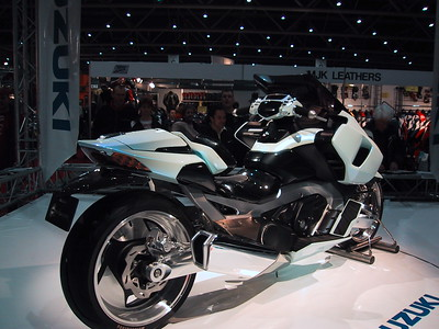 Surprising presence of the prototype Suzuki G-Strider, a scooter which demands respect in every way you look at it. A twin in line with nearly 1000cc, geared with the Burgman's CVT. Sitting position is almost car-like with practically everything adjustable. Power, comfort, automatic transmission and the looks of the famous Akira bike... wow.... Honda is trying to cope with the Griffon prototype, no answer from Yamaha yet. The Japanese Akira race has begun...