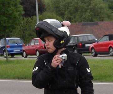 """Patricia """"Black Bunny"""" vd L. Met medelij af te lezen in haar gezicht denkt ze aan al die zielige mede-Motorisationers die er vandaag niet bij konden zijn, zo jammer...."""