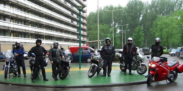 De crew is klaar voor de kick off van een binnendoortocht richting de Vogezen langs de Maas rivier.