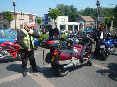 Eerste stopplaats, Café Benelux in Moerbeke. Erik en Philip.