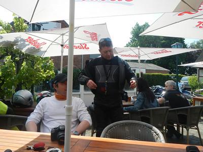 Tweede stopplaats, Taverne 't Rieten Dakje in Kemzeke-Stekene. Philip en Wouter.
