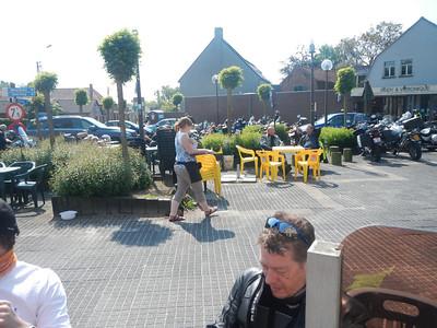 Eerste stopplaats, Café Benelux in Moerbeke.