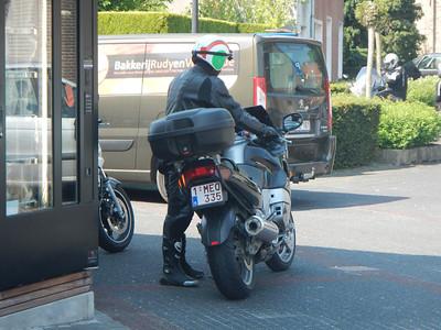 Eerste stopplaats, Café Benelux in Moerbeke. Wouter.