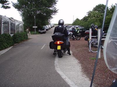 """We stoppen aan Cafe-Restaurant """"Het Loze Vissertje"""" , zie  http://www.hetlozevissertje.nl/  (Foto Patrick)."""