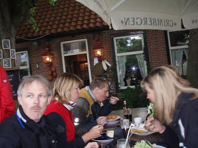 "Middagpauze in Cafe-Restaurant ""Het Loze Vissertje"" , zie  http://www.hetlozevissertje.nl/ (Foto Patrick)."
