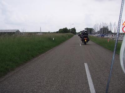 We rijden langs het Havenkanaal richting Jachthaven het Goese Sas (Foto Patrick).