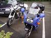 Bjorn is uitgeschoven met de gehuurde Kawasaki Versys 650 net over de grens in Duitsland in Imgenbroich aan een rondpunt op de Karweg en Industriestrasse.<br /> De motor zal worden opgehaald door een Depanagefirma tijdens onze middagpauze in Einruhr.<br /> Rechts de Suzuki GSX750F van Bruno (Foto Patrick)