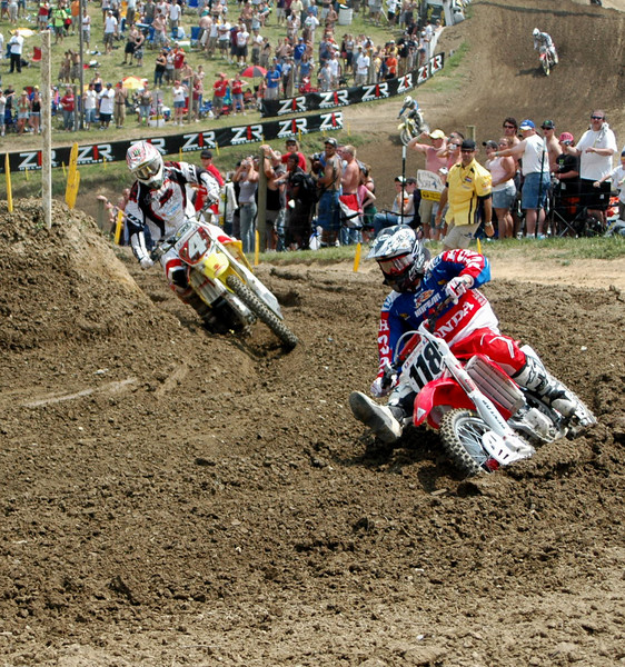 RC closes in on Davey on moto one