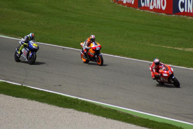 2nd lap, Stoner leads Pedarosa and Rossi