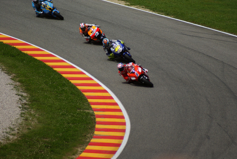2nd lap, Stoner leads Rossi and Pedarosa