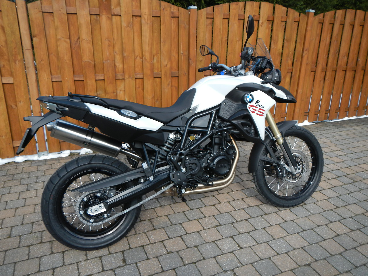 BMW F800GS model 2013. Rechter zijaanzicht.